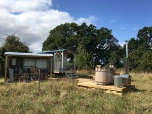 mallard-hut-with hot-tub